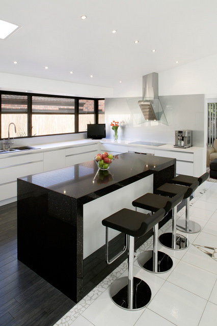 Merveilleux Alternatively Contrast A White, Clean Kitchen Design With A Sophisticated  Centre Piece Of A Black Granite Benchtop. The White/black Contrast Is  Timeless And ...